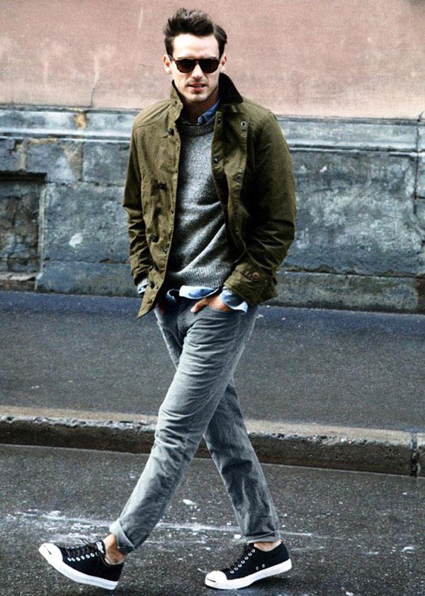 Mix giày converse với áo sơ mi và quần dài