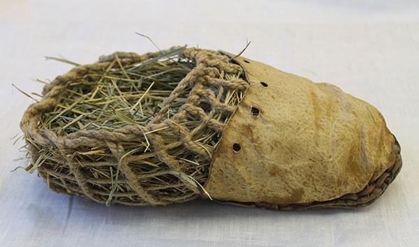 Lịch sử ra đời của dây giày - Giày Otzi the Iceman