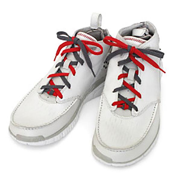 Kiểu buộc dây giày nửa bên màu