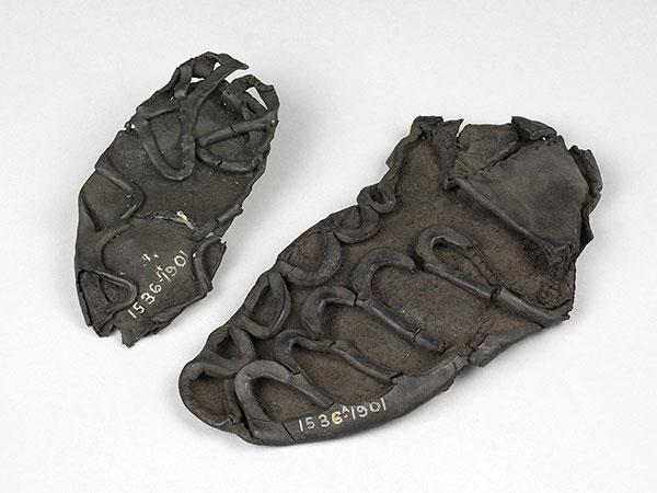 Lịch sử ra đời của dây giày - Giày người Hy Lạp và Roma cổ đại