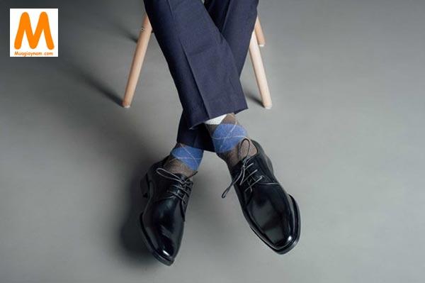 giày buộc dây đi với quần vải