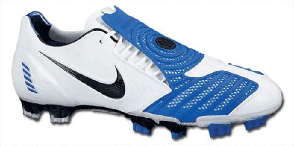 Nike Total 90 Laser II là giày đá bóng đắt nhất thế giới