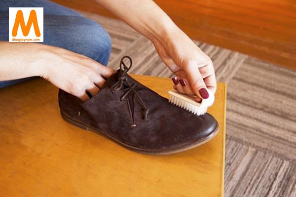 Cách giặt giày da lộn