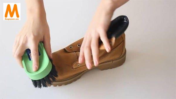 giặt giày da lộn đúng cách