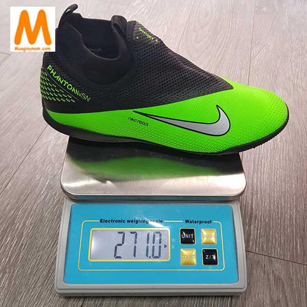 Chọn giày đá bóng sân cỏ nhân tạo theo trọng lượng giày